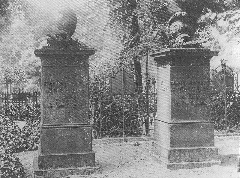 File:Invalidenfriedhof, Grabmale Brüder von Pirch, 1897.jpg
