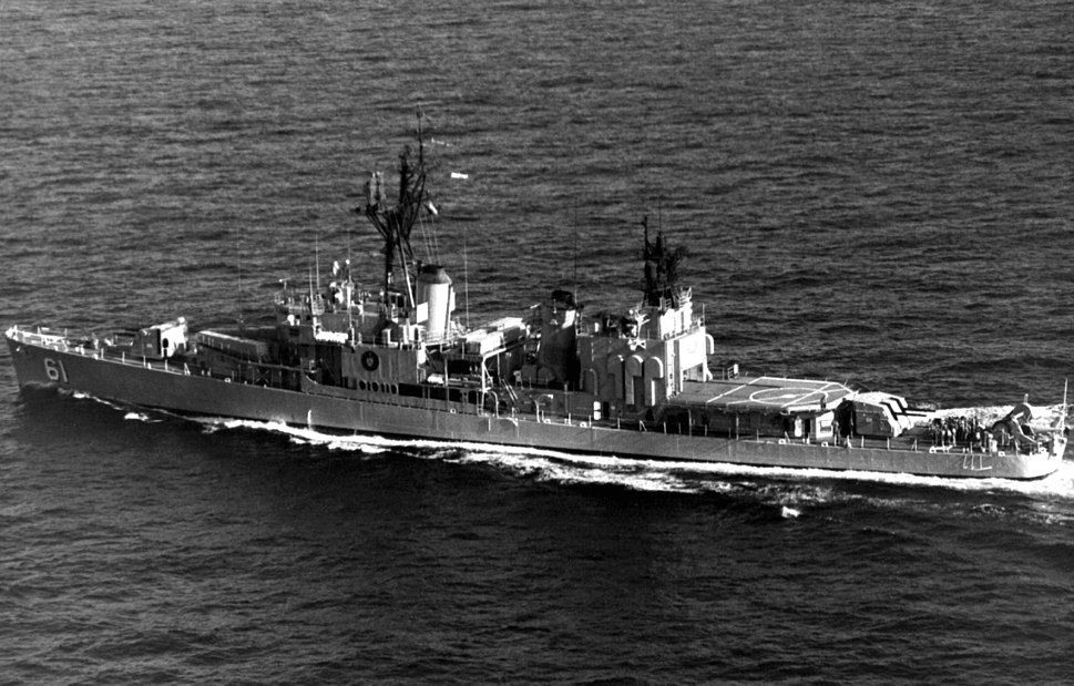 Iranian destroyer Babr (D-61) underway on 1 November 1977 (6420606)