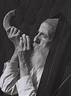 JEWISH MAN BLOWING THE SHOFAR.JPG