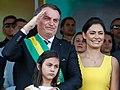 Jair e Michelle Bolsonaro com a filha Laura em 7 de setembro de 2019.jpg