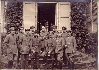 Jagdstaffel 4 - Jasta 4 at Vaux Castle. Front row, left to right: Leutnants Lenz, Höhndorf; Oberleutnants Buddecke, Berthold, Althaus; unknown. Rear row, second from right: Leutnant Bernert.