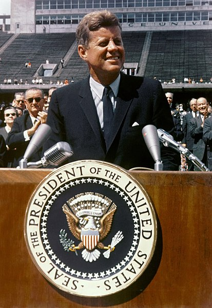 File:John F. Kennedy speaks at Rice University.jpg