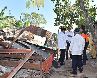 Lombok - President Joko Widodo examining the earthquake damage.