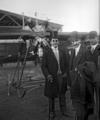 José María Pino Suárez y el periodista Gerald Brandon asistiendo a la semana aérea.png