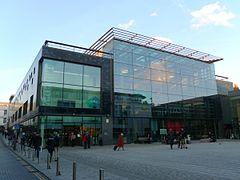 Jubilee Library kaj Jubilee Square (de Southwest), Brighton.JPG