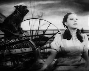 English: Screenshot of Judy Garland performing...
