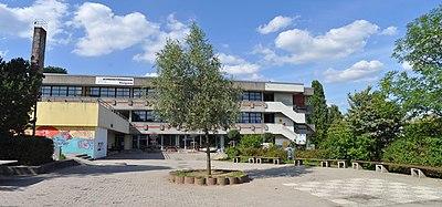 Königstein Taunusgymnasium vom Schulhof.jpg
