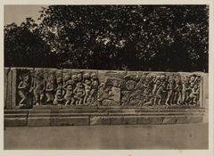 KITLV 40036 - Kassian Céphas - Reliefs on the terrace of the Shiva temple of Prambanan near Yogyakarta - 1889-1890.tif