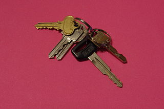 http://upload.wikimedia.org/wikipedia/commons/thumb/5/56/Keys_with_pink_background.JPG/320px-Keys_with_pink_background.JPG