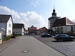 Kirchenvorplatz (Trais-Horloff) 02.JPG