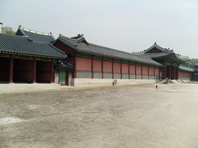 File:Korea-Seoul-Changdeokgung-Injeongmun-Side view-01.jpg