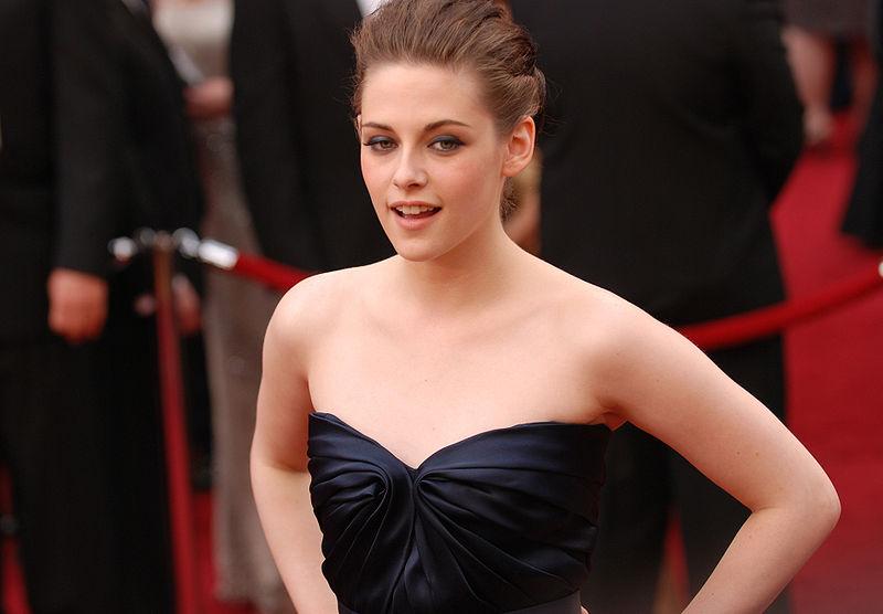 File:Kristen Stewart @ 2010 Academy Awards.jpg
