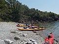 Kroatien - Reisegruppe mit Kajaks im Süden der Insel Krk.jpg