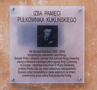 Ryszard Kukliński - A placard with a dedication to Ryszard Kukliński in Warsaw.