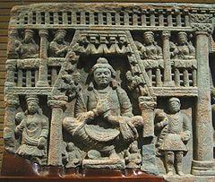 Maitreya, con indiano (sinistra) e Kushan (diritto) devoti.