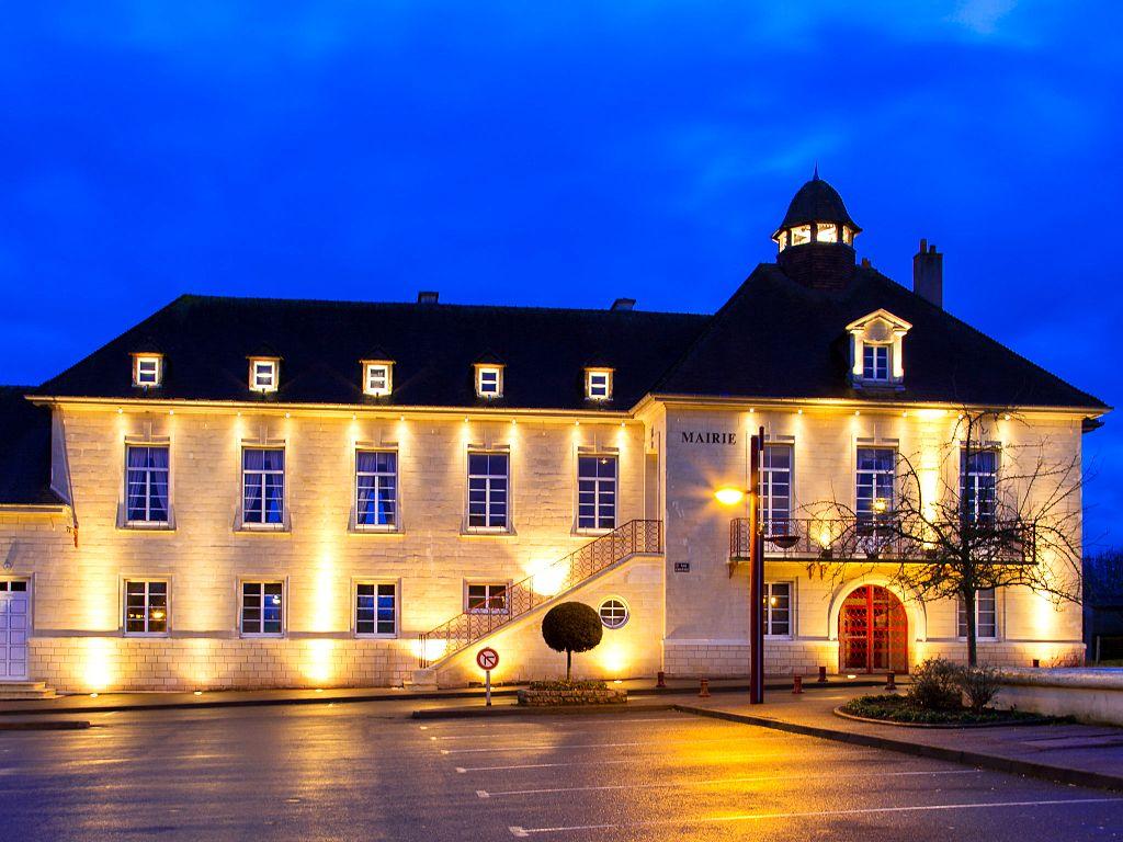 La mairie illuminée.jpg