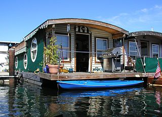 Houseboat ship type