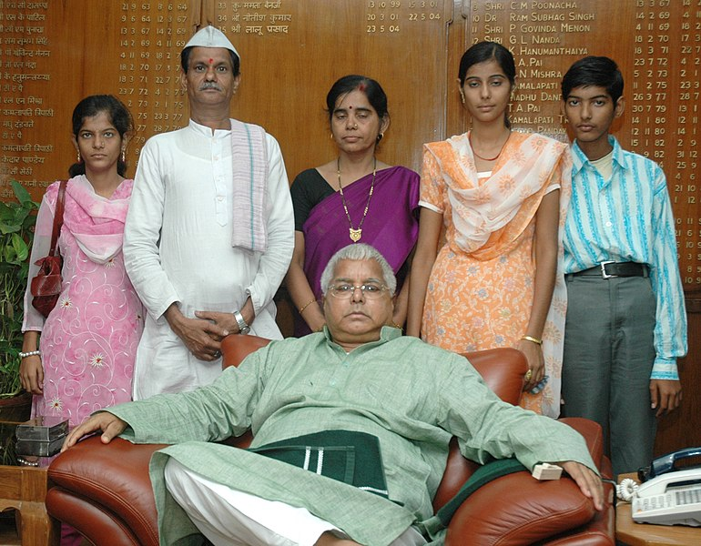 File:Lalu Prasad has offered the jobs in railways for two daughters of Sh. Vinayak Rao Tope, descendants of Martyr Tatya Tope in New Delhi. Photo shows the family members of Sh. Vinayak Rao Tope with Sh. Lalu Prasad.jpg