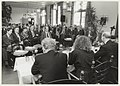 Landgoed Beeckestijn in het koetshuis zijn ondernemers in gesprek met lijsttrekkers in verband met de Statenverkiezingen 1991. NL-HlmNHA 54031809.JPG