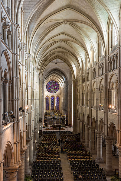 File:Laon Cathedral Interior 04.JPG