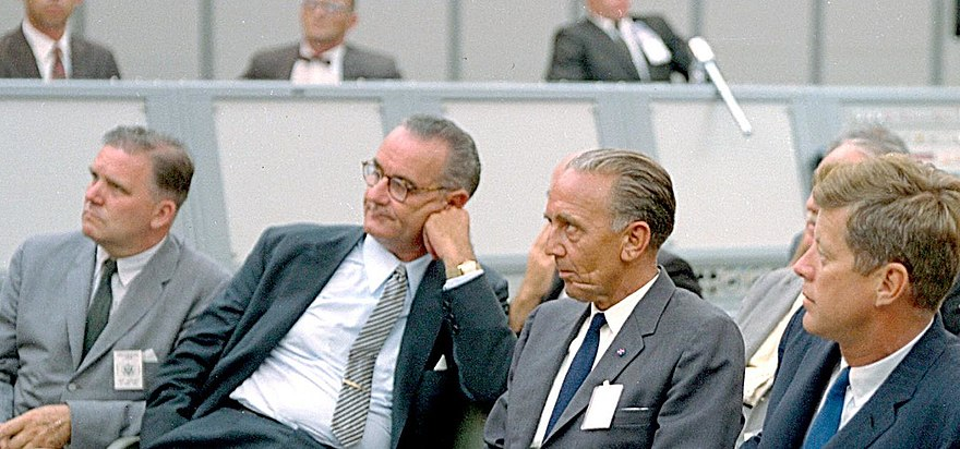 Kurt H. Debus, a former Nazi scientist turned NASA director, sitting between President of the United States John F. Kennedy and Vice President Lyndon B. Johnson during a briefing at Blockhouse 34, Cape Canaveral Missile Test Annex. Launch Complex 34 Tour.JPG