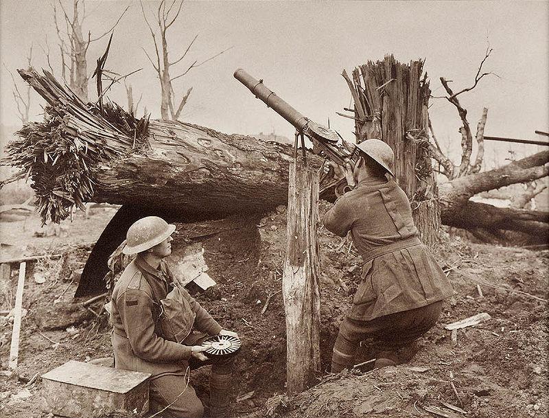 Een Lewis Gun in gebruik door Australische soldaten gedurende de Eerste Wereldoorlog.