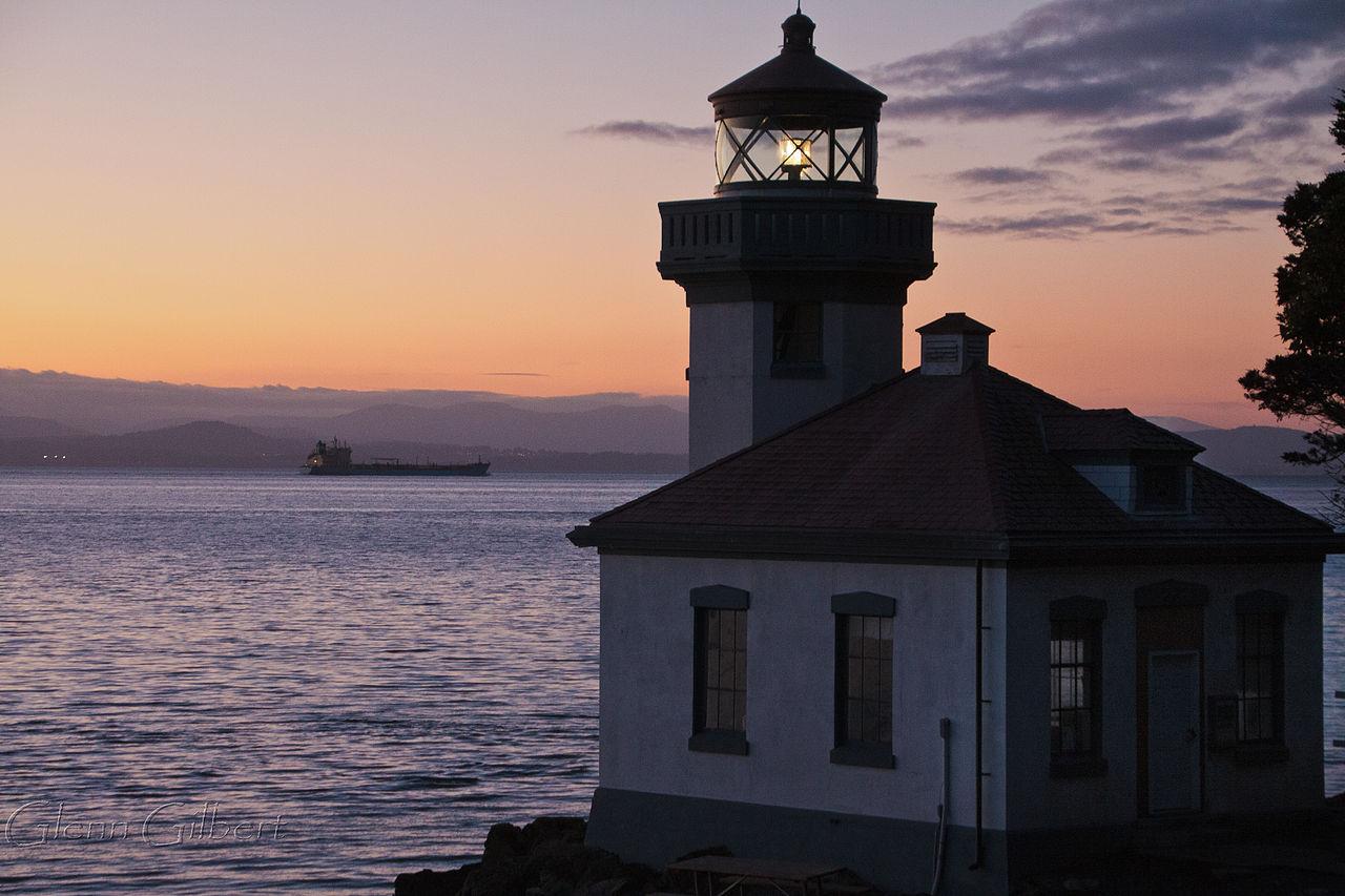 file lime kiln lighthouse  overlooking haro strait  san