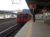 "Limited Express ""Yufu"" stopping at Beppu Station.JPG"