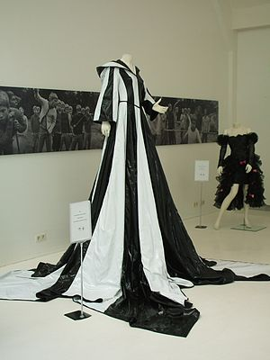No Goodbyes (Linda song) - Image: Linda Wagenmakers 2000 Eurovision dress