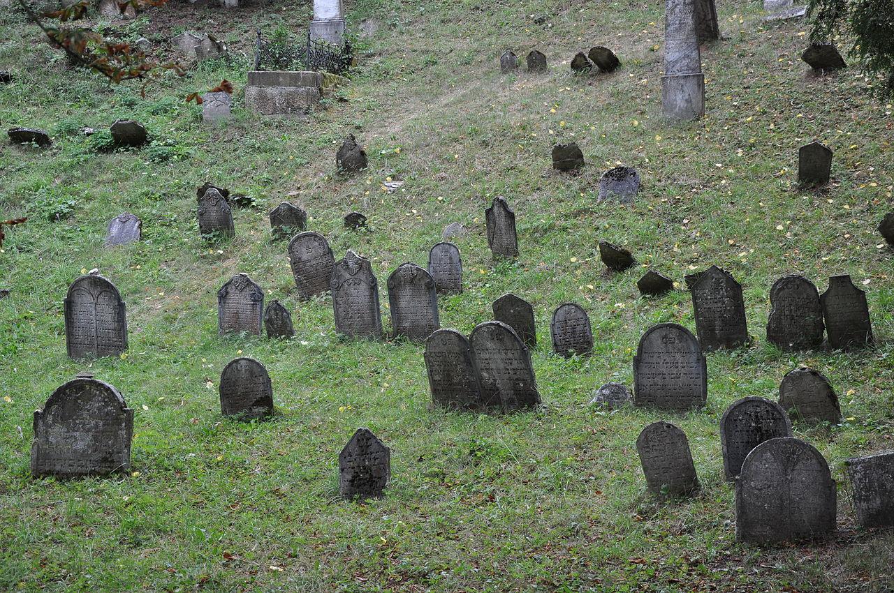 Lomnice-židovský-hřbitov2012zp.jpg