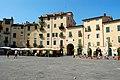 Lucca - Piazza Amfiteatro - panoramio.jpg