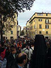 Visitatori in Piazzale Umberto I durante l'ultimo giorno dell'edizione 2007.
