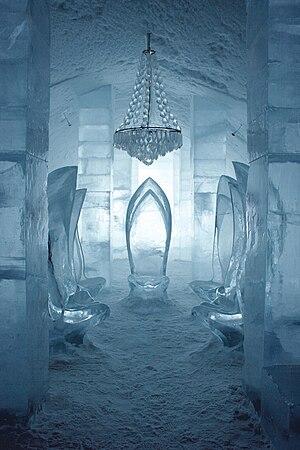 Icehotel (Jukkasjärvi) - Jukkasjärvi Icehotel interior. Sculptures by Jörgen Westin