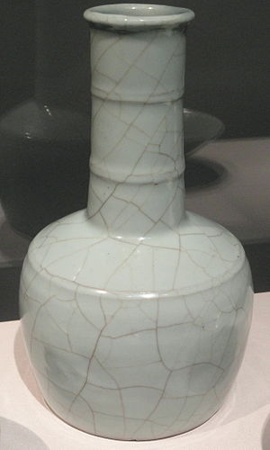 Guan ware - Mallet-shaped vase, Guan ware, 12th–13th century, with type 1 crackle