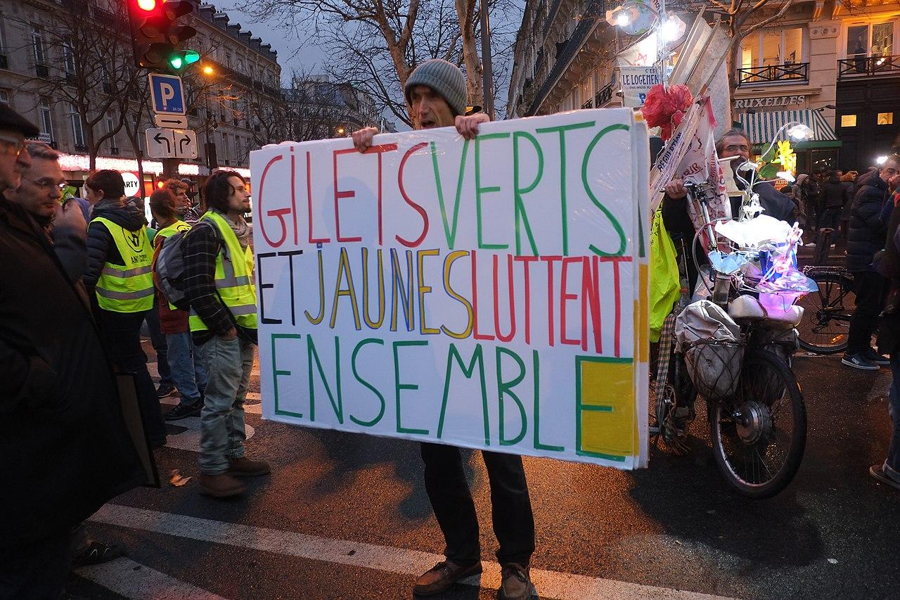 Manifestation CLIMAT 8 décembre 2018 - Gilets verts et jaunes luttent ensemble.jpg