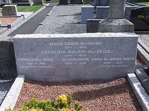 Maud Gonne - Maud Gonne's gravestone, Glasnevin Cemetery May 2015