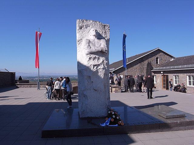 Памятник генералу Д.М.Карбышеву на территории бывшего концентрационного лагеря Маутхаузен, Австрия.
