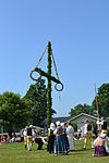 Maypole erection valje 5.jpg