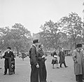 Mensen in Hyde Park, Bestanddeelnr 254-1981.jpg