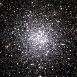 Messier 53 Hubble WikiSky.jpg