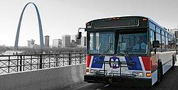MetroBus and St Louis Gateway Arch.jpg