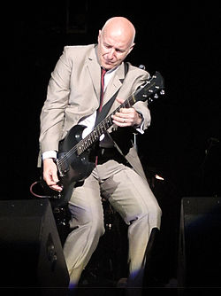 Midge Ure Here and Now Tour 2011 162 v2.jpg