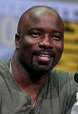 Mike Colter San Diegon Comic-Conissa 2017.