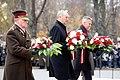 Ministru prezidents Valdis Dombrovskis vēro Rīgas garnizona vienību militāro parādi pie Brīvības pieminekļa (8175007732).jpg