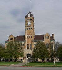 Mitchell County, Kansas courthouse from W 2.JPG