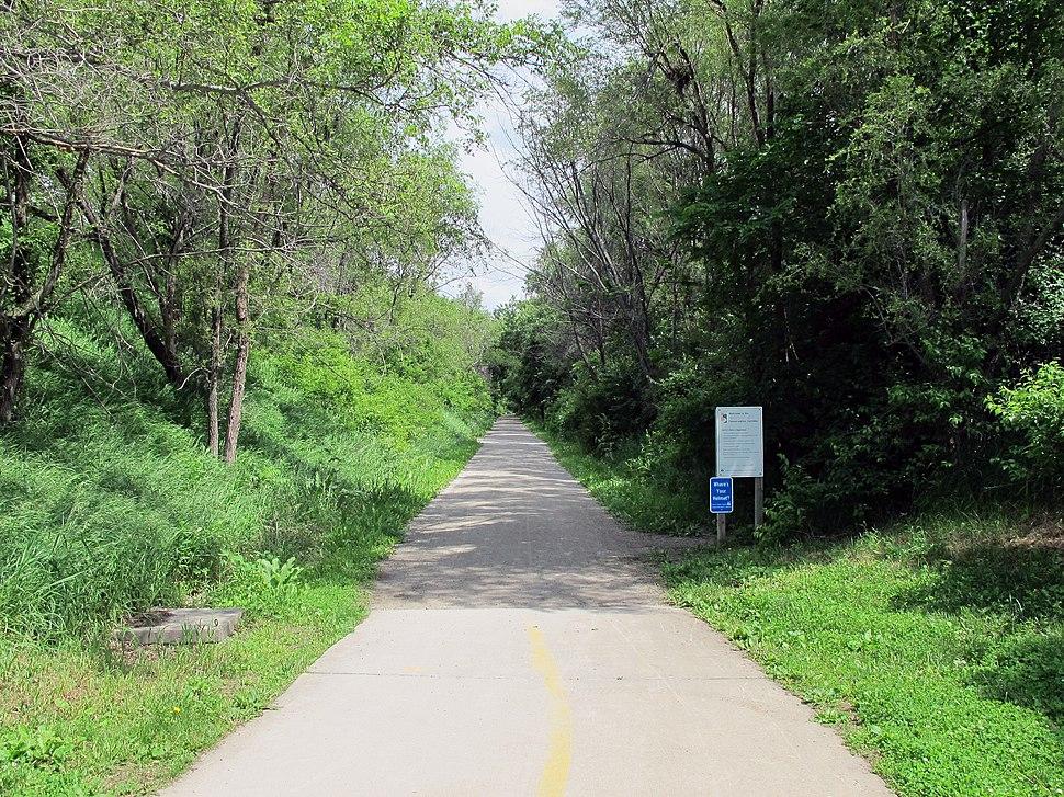 MoPac Trail East (entrance at Novartis Trailhead), Lincoln, Nebraska, USA