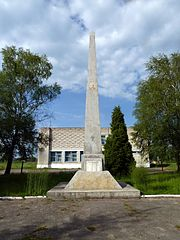 Mokrets Turiyskyi Volynska-monument to the countrymen-general view.jpg