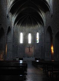 Vista interior del ábside central de la iglesia gótica.