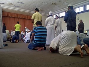 Sunnah prayer - Image: Muslims perfom sunnah salat in at Orient Islamic School on friday 2014.01.24