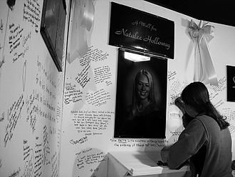 Disappearance of Natalee Holloway - A young woman leaves a message on a prayer wall erected in support of Holloway.